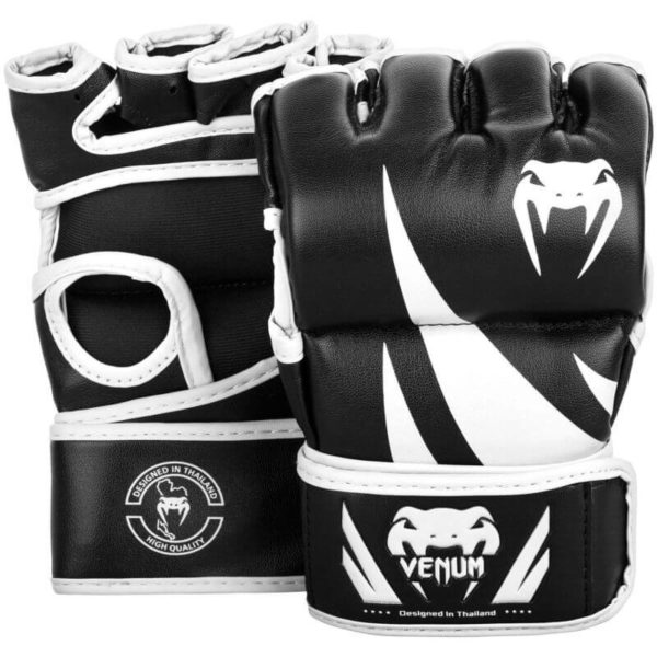 Zwart witte mma handschoenen van Venum Challenger.
