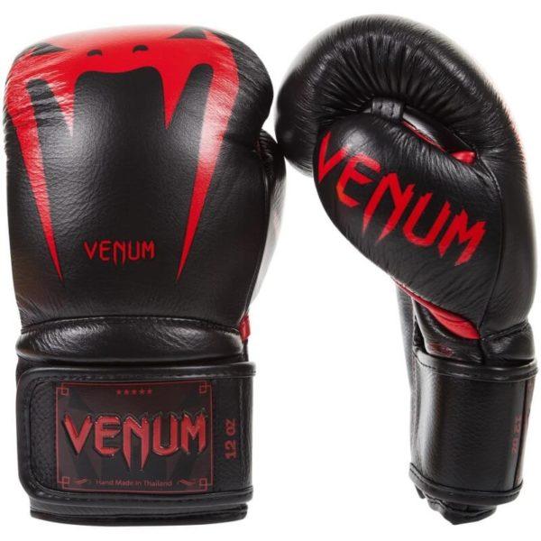 Zwart rode leren (kick)bokshandschoenen van Venum giant 3.0.