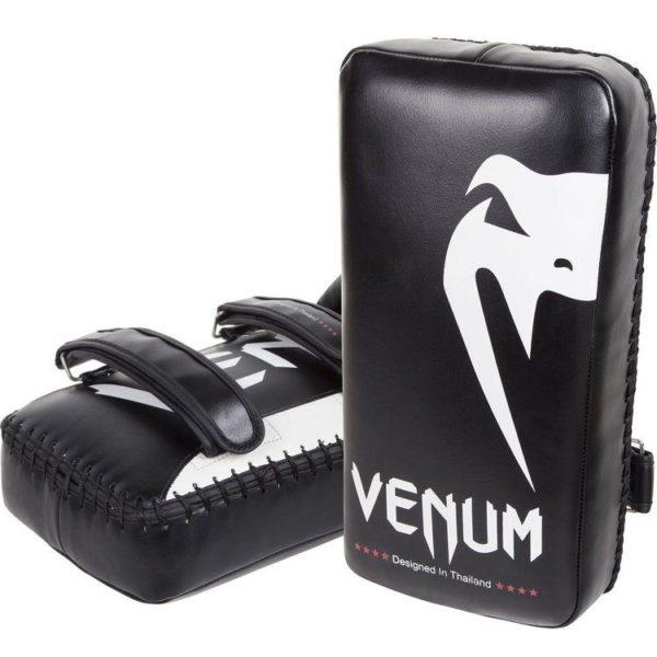 Giant arm pads van Venum.