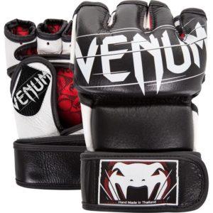 Zwarte mma handschoenen van Venum Undisputed.