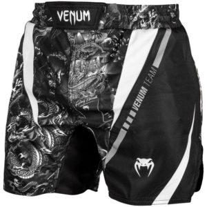 Zwart wit fighshorts van Venum art.