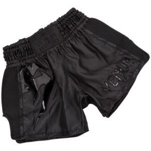 Zwart thai- en kickboks broekje van Venum giant.