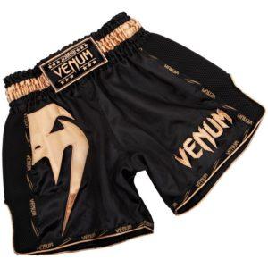 Zwart gouden thai- en kickboks broekje van Venum giant.