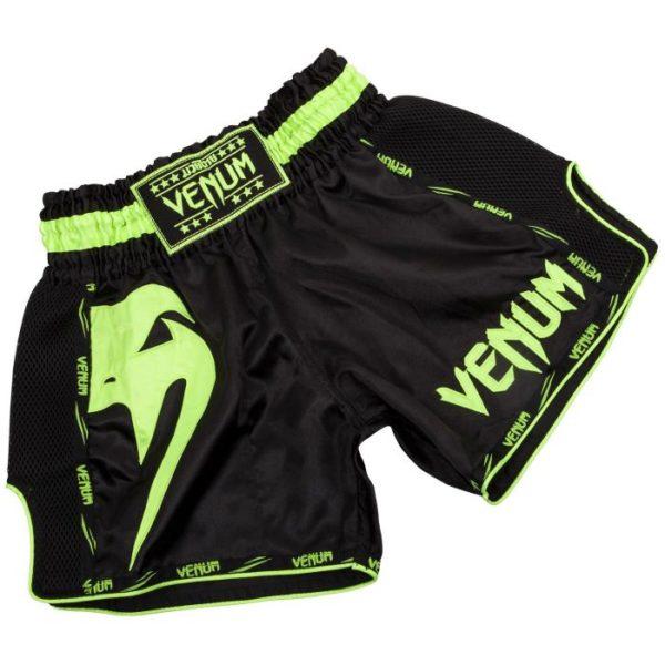 Zwart groen thai- en kickboks broekje van Venum giant.