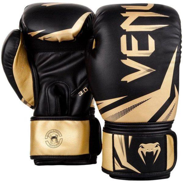 Zwart goude (kick)bokshandschoenen van Venum challenger 3.0.