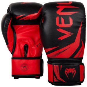 Zwart rode (kick)bokshandschoenen van Venum challenger 3.0.