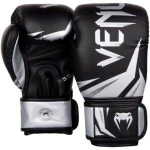 Zwart zilveren (kick)bokshandschoenen van Venum challenger 3.0.