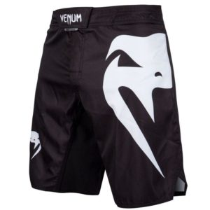 Zwart wit mma fightshort van Venum light 3.0.