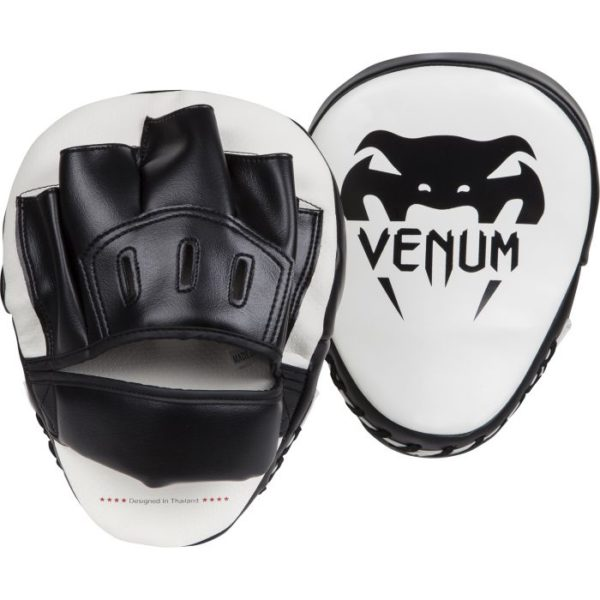 Wit zwarte focus mitts van Venum light.
