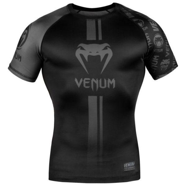 Zwarte rashguard van Venum logos.