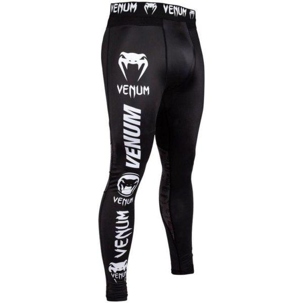 Zwart witte spats van Venum logos.