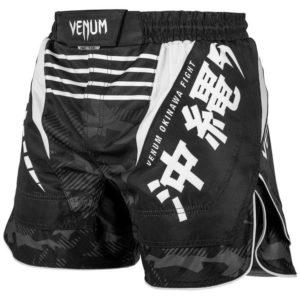 Zwart wit mma fightshort van Venum okinawa 2.0.