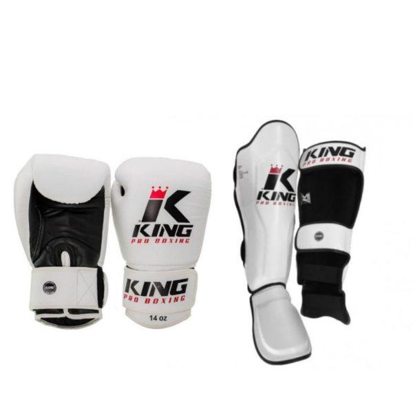 Een bundel met witte (kick)bokshandschoenen en scheenbeschermers van King kpb.