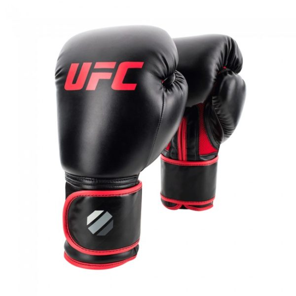 Zwart rode (kick)bokshandschoenen muay thai style van UFC contender.